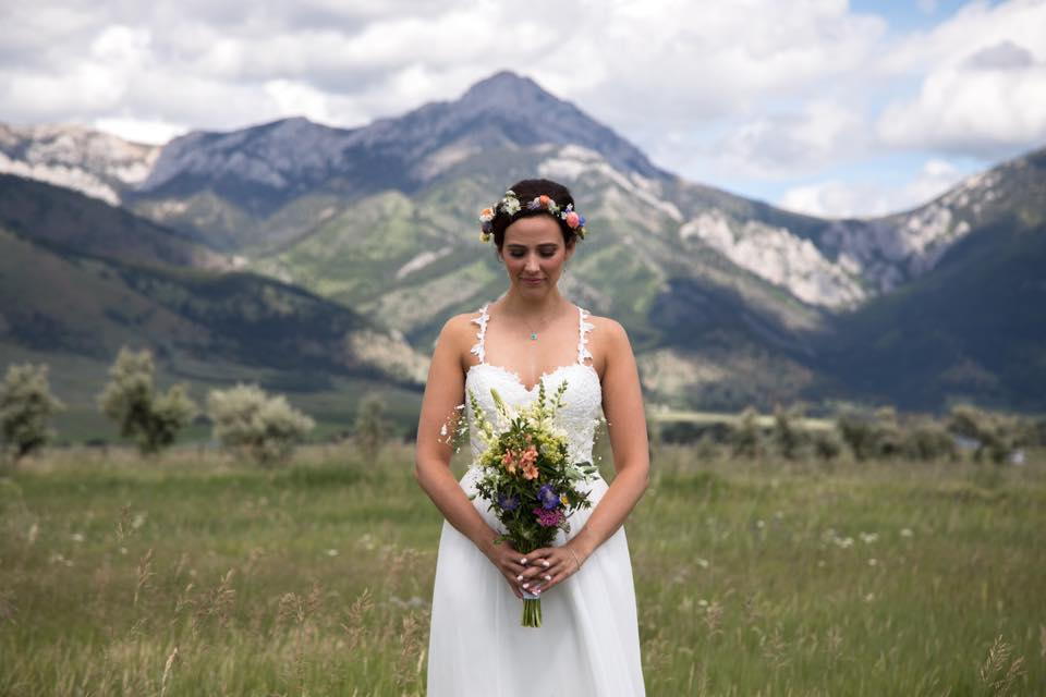 Montana bride with wildflower bouquet