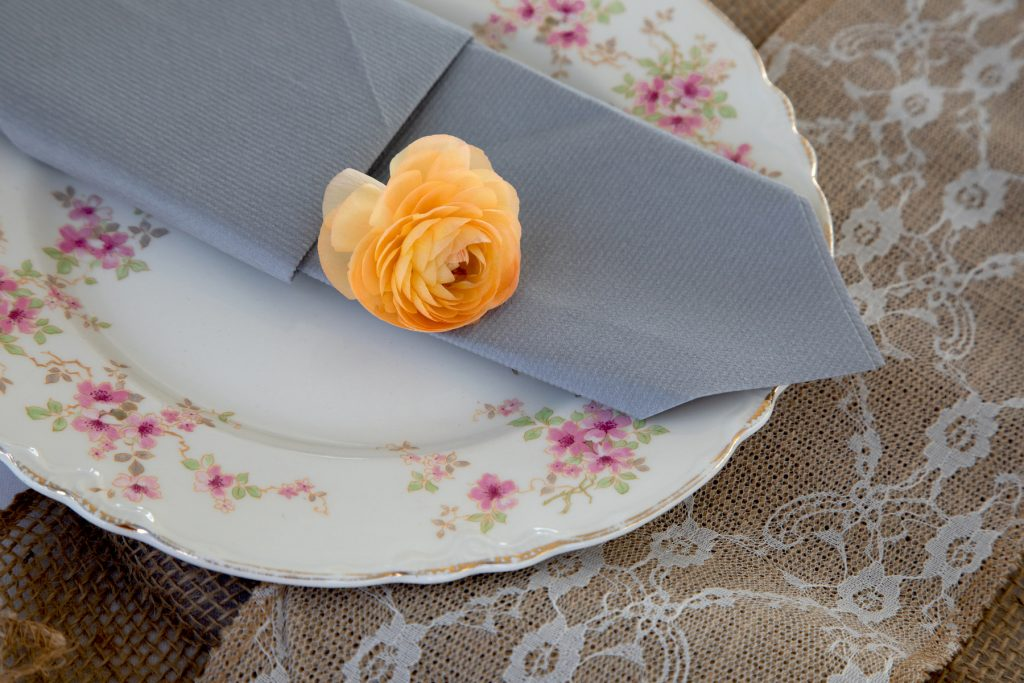 vintage dinner plates for wedding