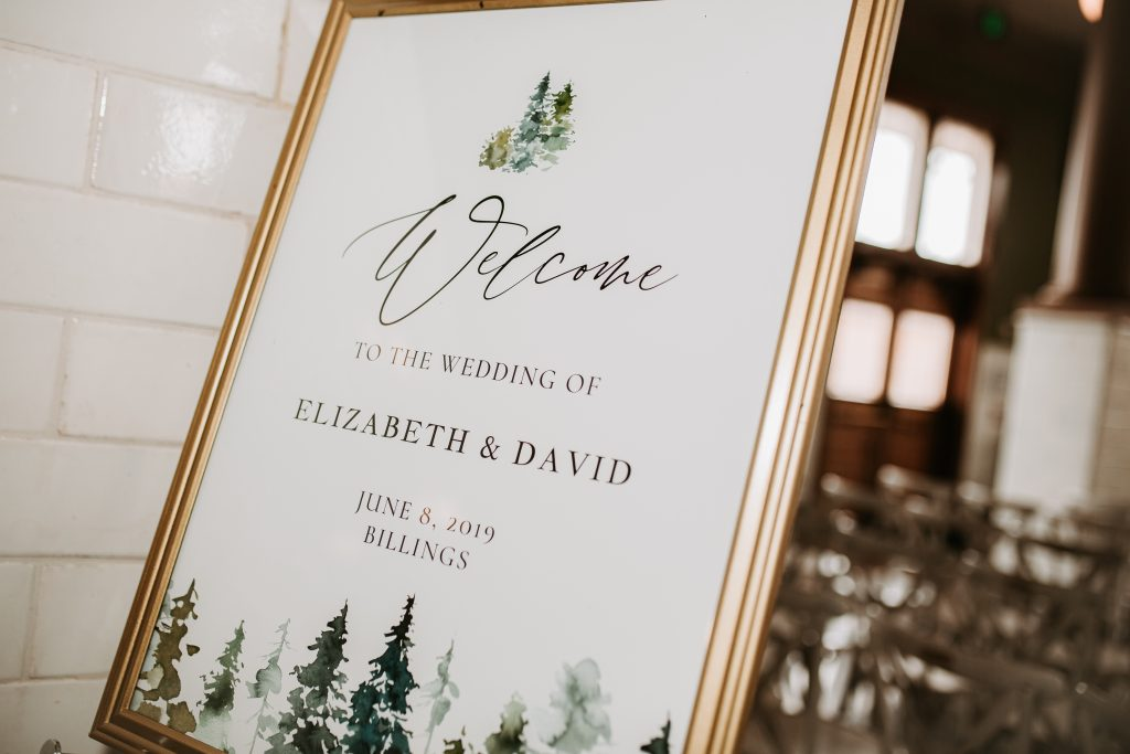 Wedding sign that welcomes guests